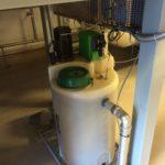 Installation einer Rauchgas Neutralisation Behälter mit Dosierung und pH-Messung und Rührwerk